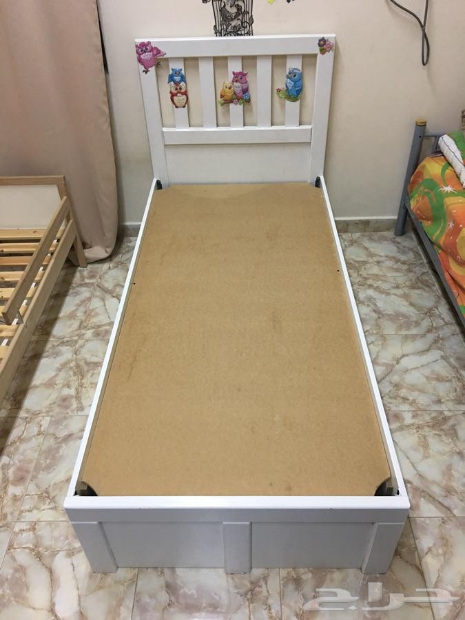 سرير نوم للكباروللأطفال من ايكيا وحاجز