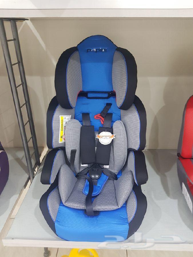 مقاعد  للاطفال داخل السيارة