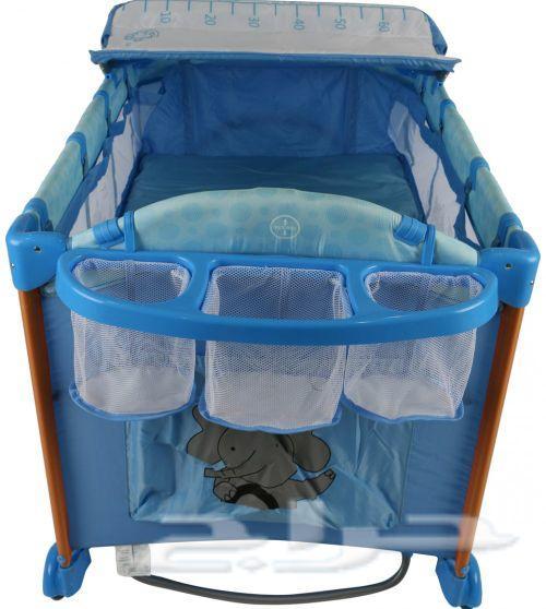 سرير اطفال للنوم واللعب . محبس اطفال