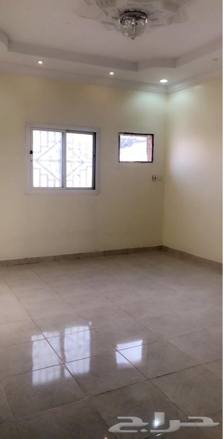 للإيجار ملحق 3 غرف بسطح بالطايف