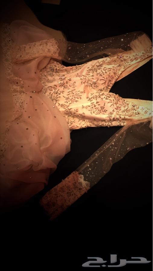 فستان زفاف انيق وفخم