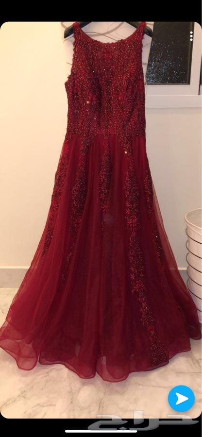 4073b439d فستان احمر فخم ..