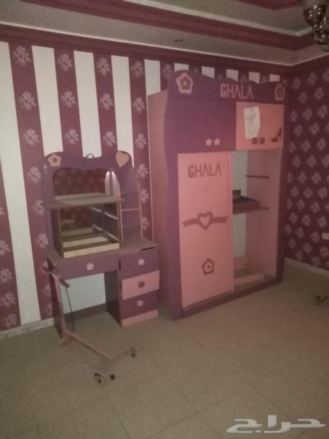 للبيع غرفة اطفال مع نجفة مودرن