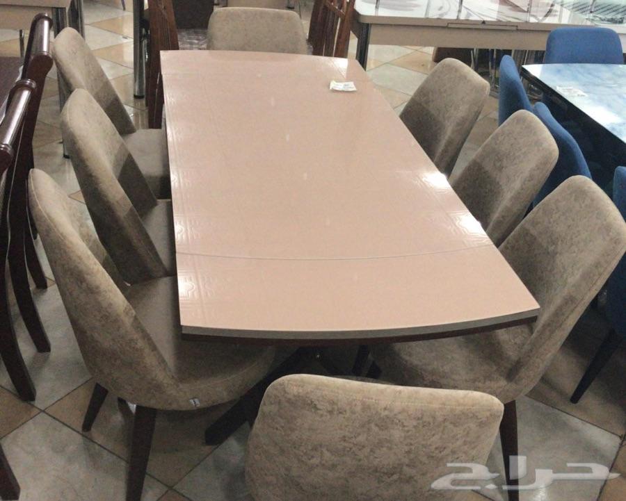 طاولات طعام الشكل الجديد