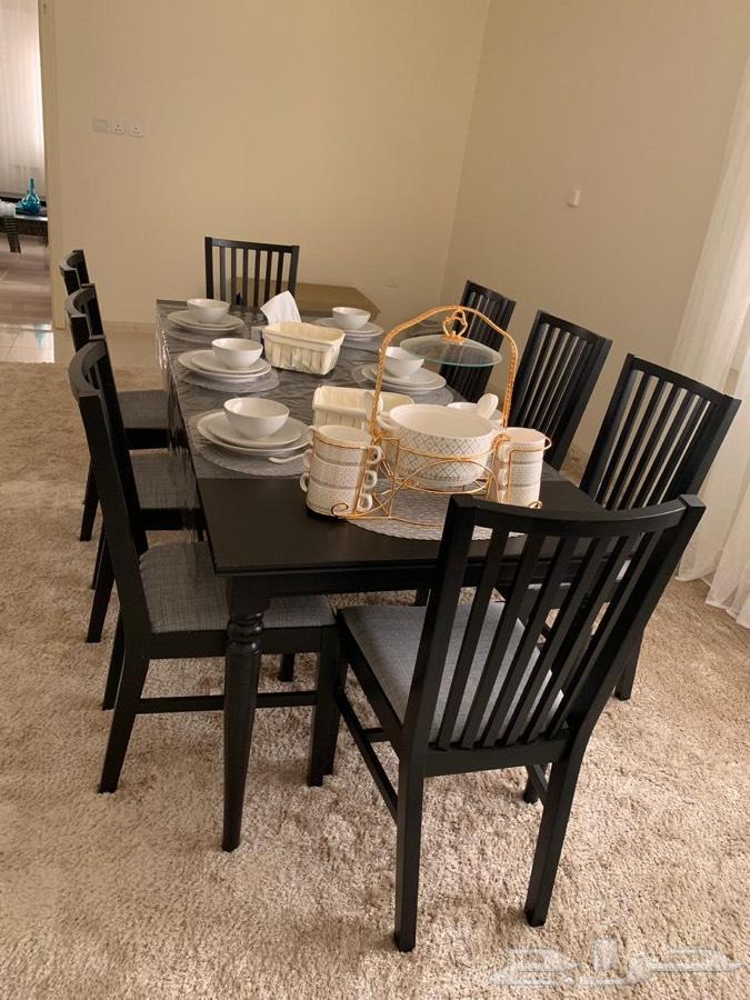 طاولة طعام شبه جديدة ونظيفة جدا