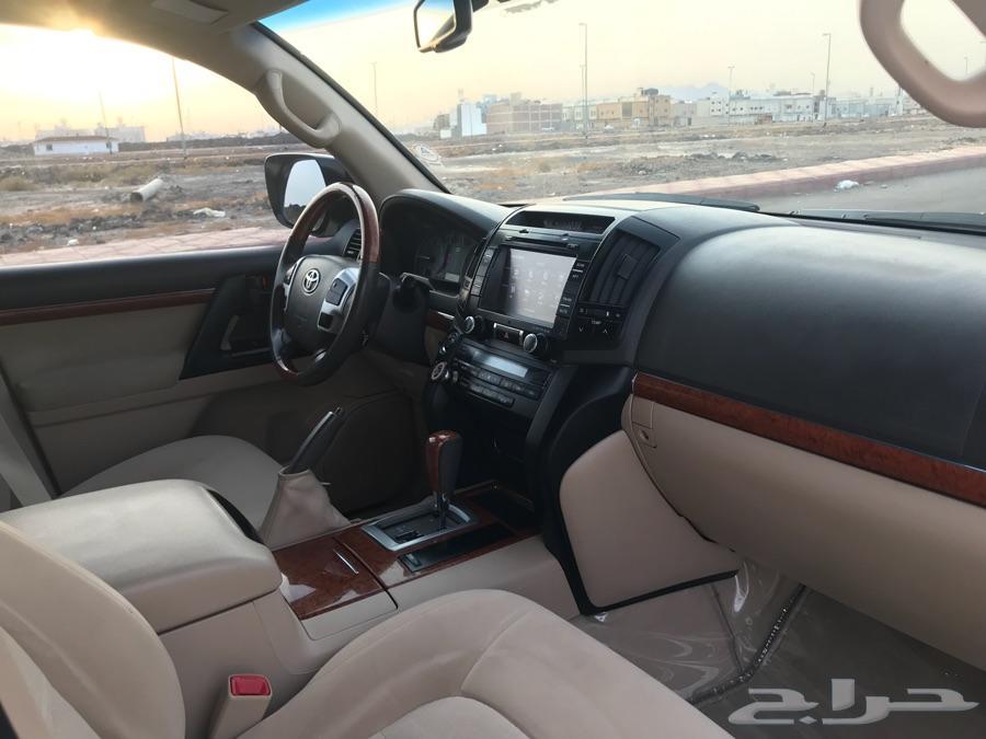 للبيع جيب لاندكروزر 2013 GXR V8