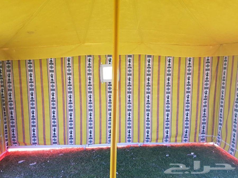 خيام وراويات ماء ومظلات