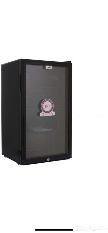 ثلاجة عرض باب زجاج حجم متوسط شبابيه