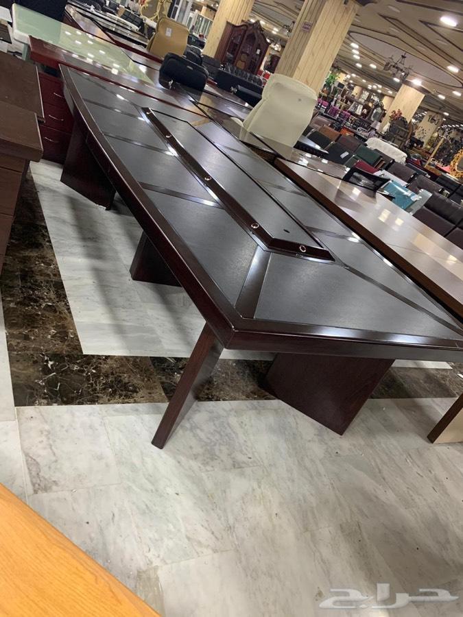 طاولات اجتماع بعرض خاص