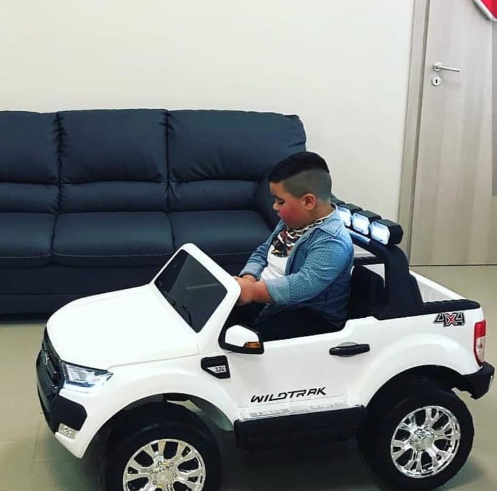 فورد للأطفال دفع رباعي شاشة لمس عجلات مطاط