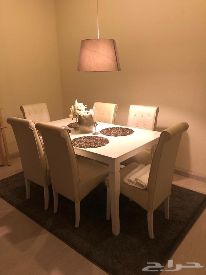 طاولة طعام و كنبة و طاولات شاهي