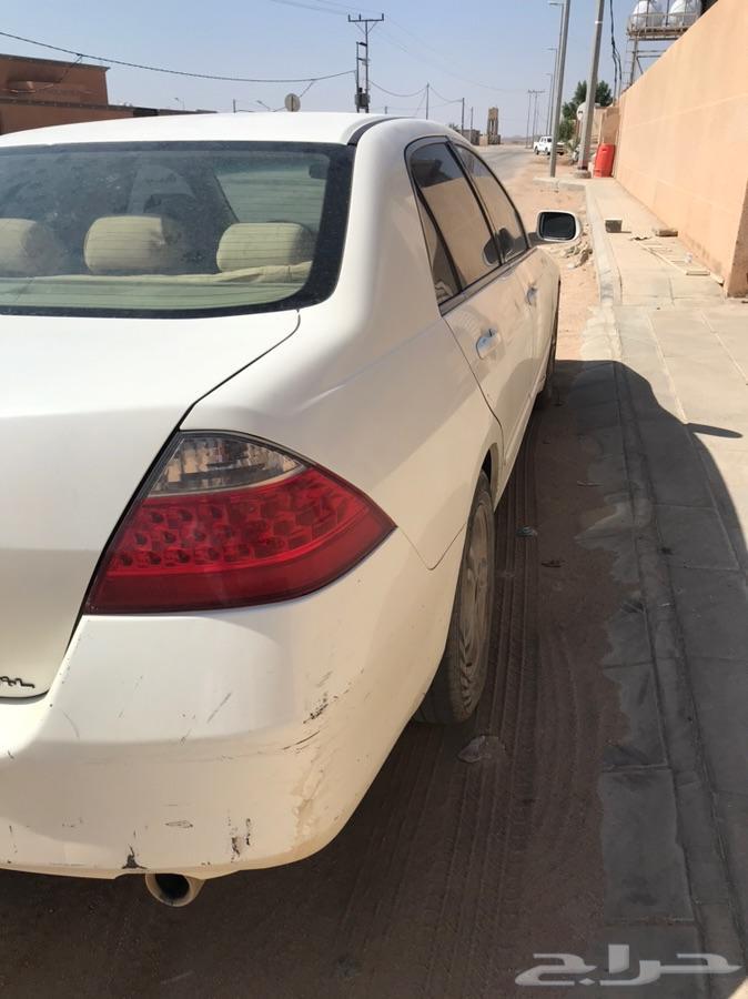 سياره هوندا اكورد للبيع مع لوحهه مميزه.