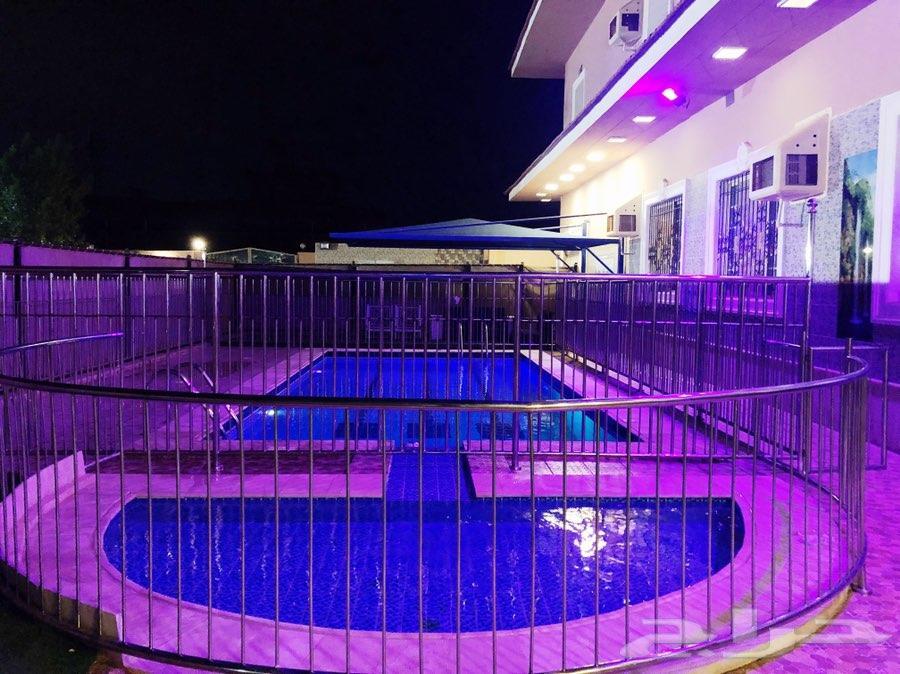استراحة فاخرة مع مسبح في شمال جدة