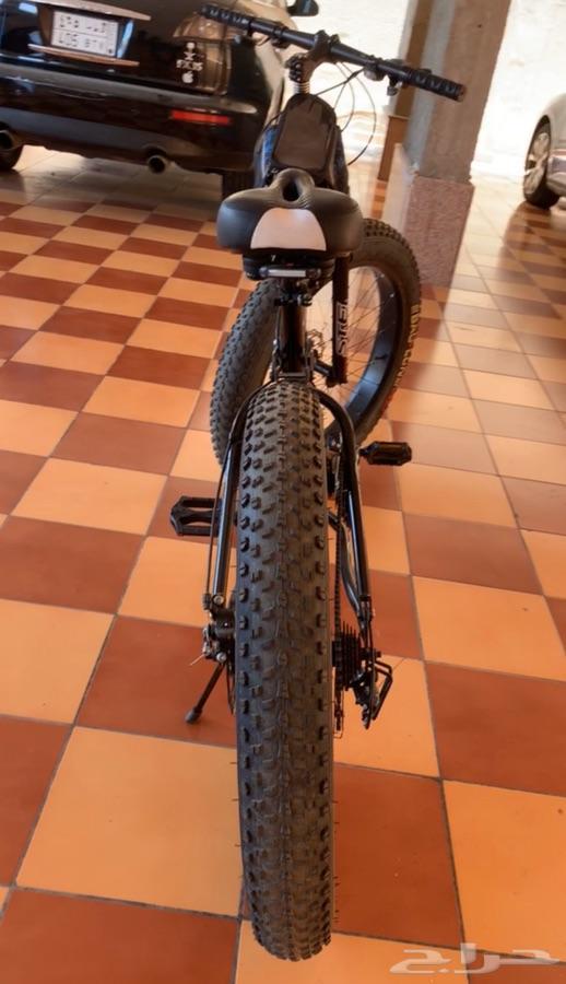 للبيع دراجه لون أسود ويتسفط