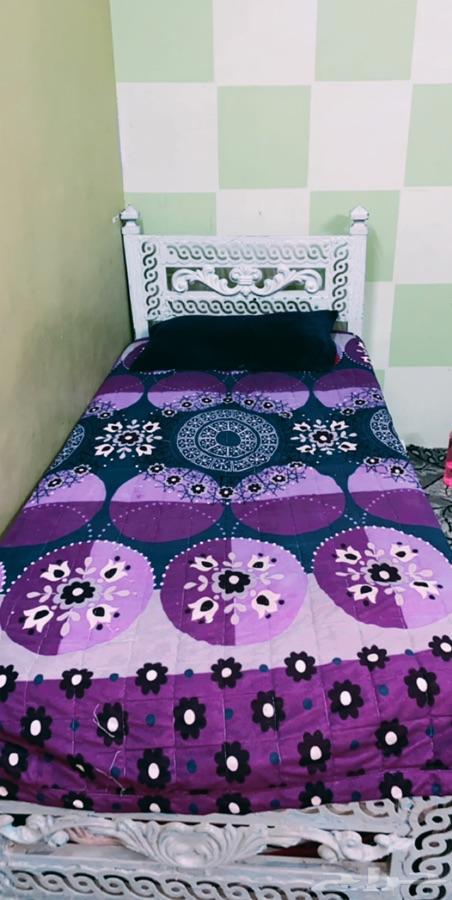 سرير ودولاب للبيع