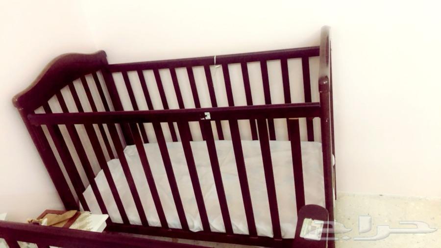 سرير للاطفال