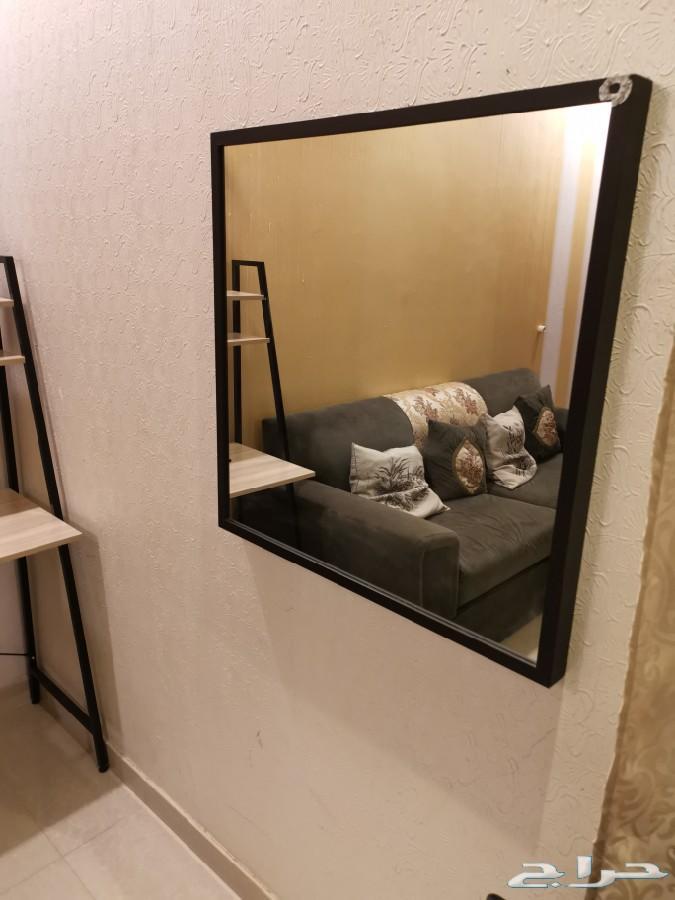 غرفة نوم نفر ونص نظيفة مع المرتبة اللون كاكاو