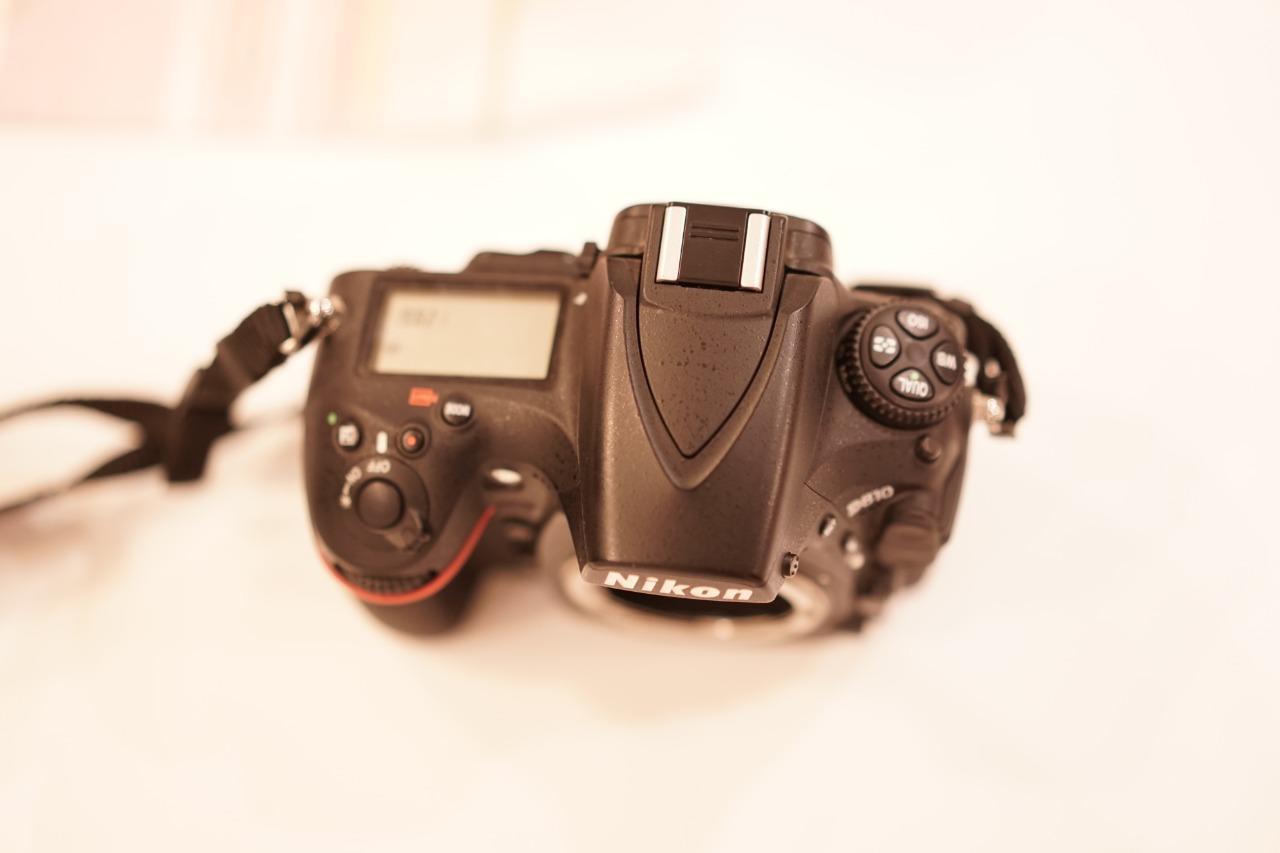 كاميرا نيكون d810 و  عدسات و سبيدلايت