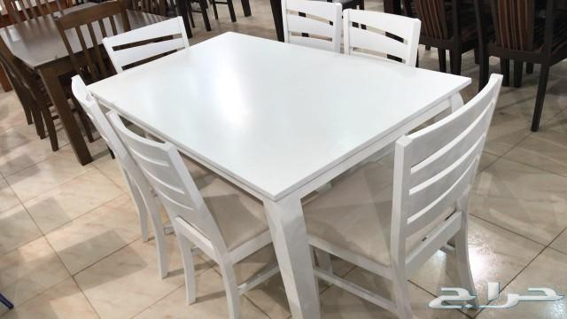 طاولات طعام وجلسات خارجية وكنب كافيه