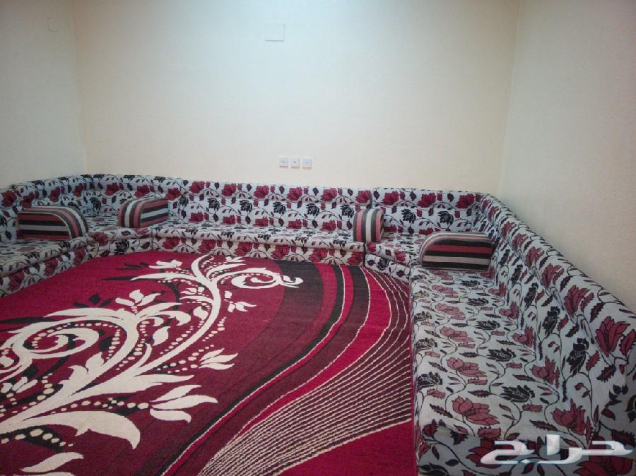 مجلسين عربي مع فرشها