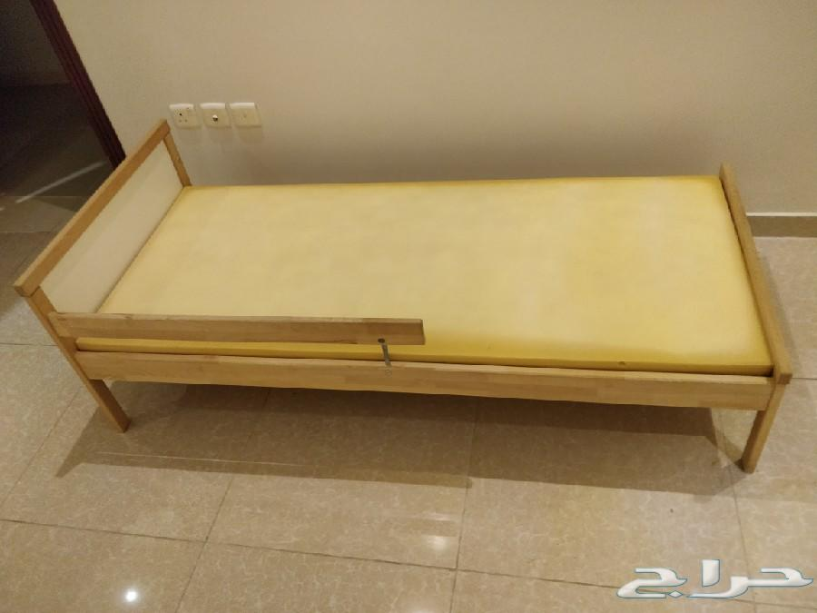 للبيع سرير اطفال من ايكيا