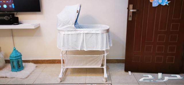 سرير أطفال جديد ثابت وهزاز مع مرتبة جديدة