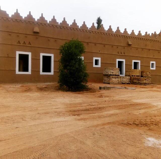 ابو عادل التنفيذ التراث من الطين والحجر