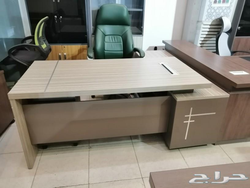 أثاث مكتبي ومستلزمات المكتب