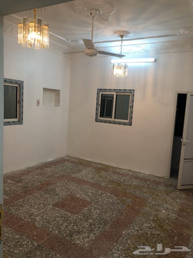شقة للايجار مع الملحق والسطح الهدا مجدده