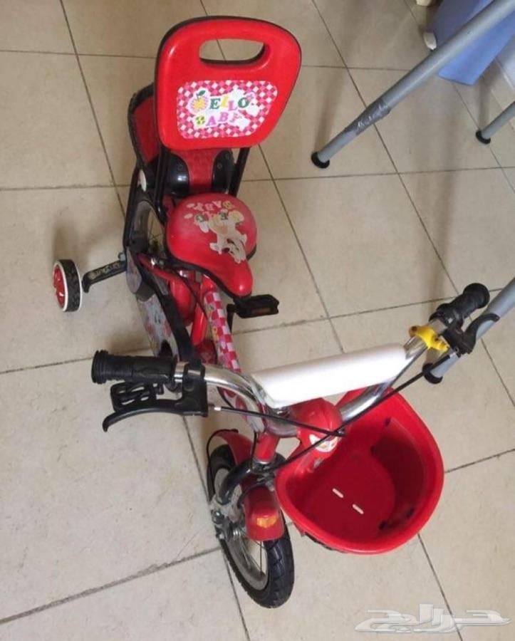دراجة اطفال وعربة اطفال بحالة جيدة جدا