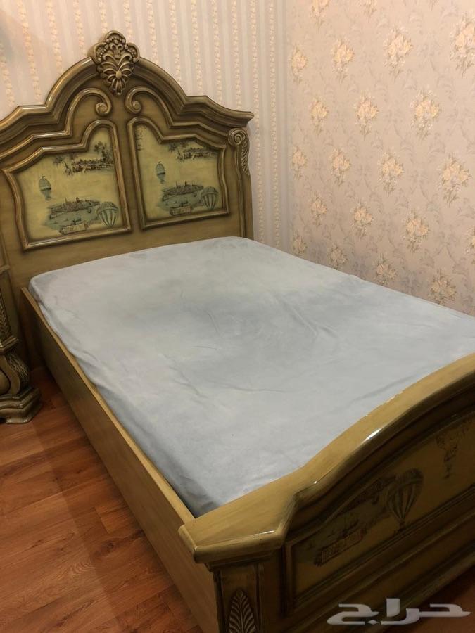 غرفة نوم مفردة من الع مر .