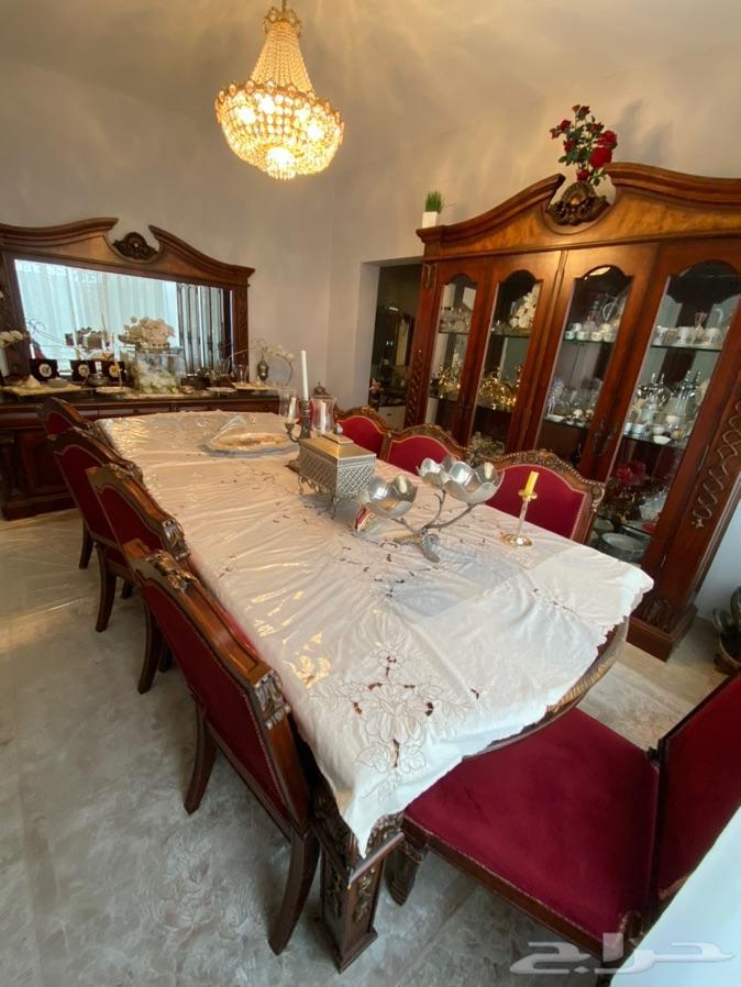 طاولة طعام كلاسيك مكونة من 12 كرسي للبيع
