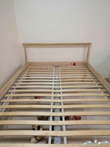 للبيع سرير وكومدينه من ايكيا جديد ومرتبه طبيه