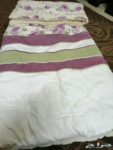 اثاث .كنب..ومفرش سرير ماركه ممتازه