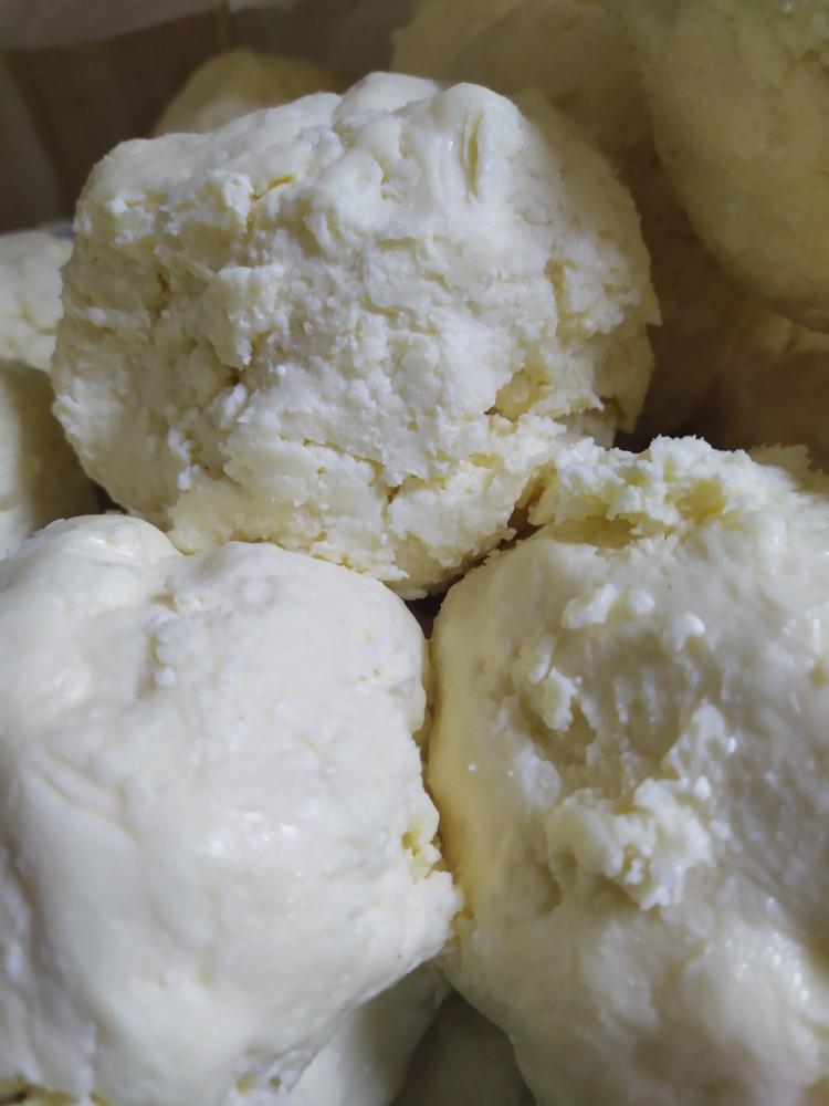 زبدة بقري طبيعية وحليب ابقار
