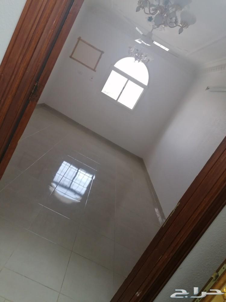 شقه دور ثاني 4 غرفدومطبخ وصاله و2 دورة مياه