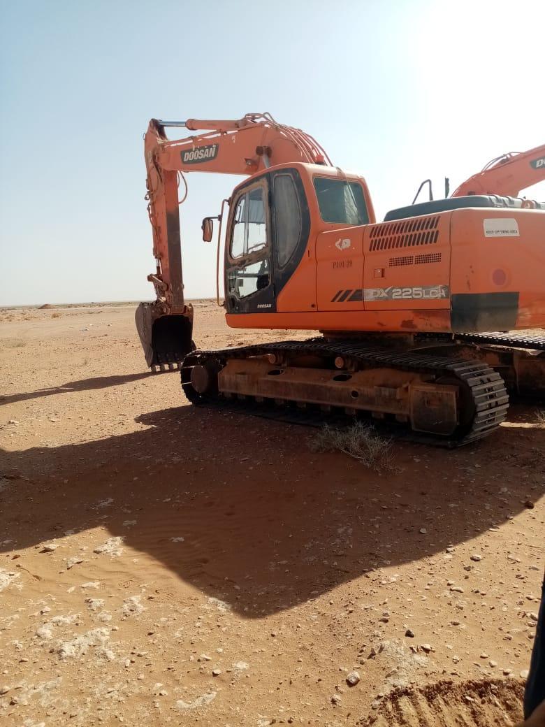 معدات حفر وتكسير وترحيل