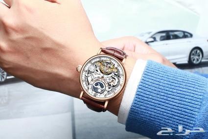 ساعة ميكانيكية بتصميم كلاسيكي